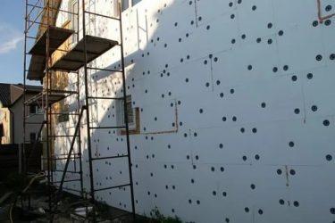 Как клеить пенопласт на стену снаружи?