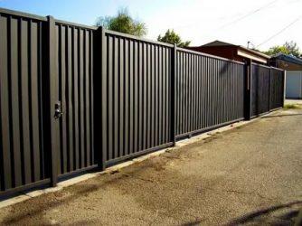 Как сделать красивый забор из профнастила?