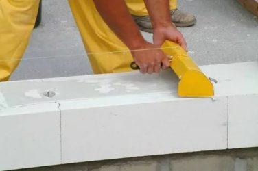 На что клеить газобетонные блоки?