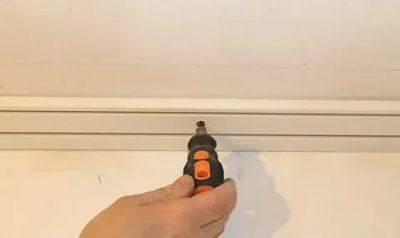 Как повесить карниз на потолок из бетона?