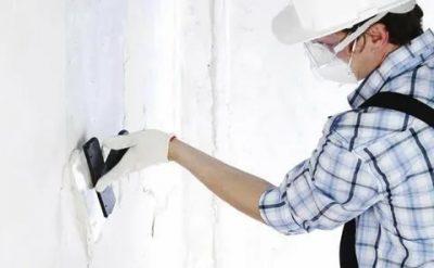 Как правильно шпаклевать стены под обои?